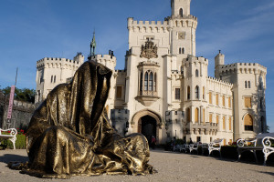 hluboka-castle--czech-republic-guardians-of-time-manfred-kili-kielnhofer-contemporary-fine-art-sculpture-statue-arts-design-modern-photography-artfund-artshow-pro-6667