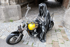 time-traveler-raider-bike-angle-ghost-guardian-manfred-kielnhofer-vehicle-theatre-art-arts-design-mobile-galerie-museum-2190